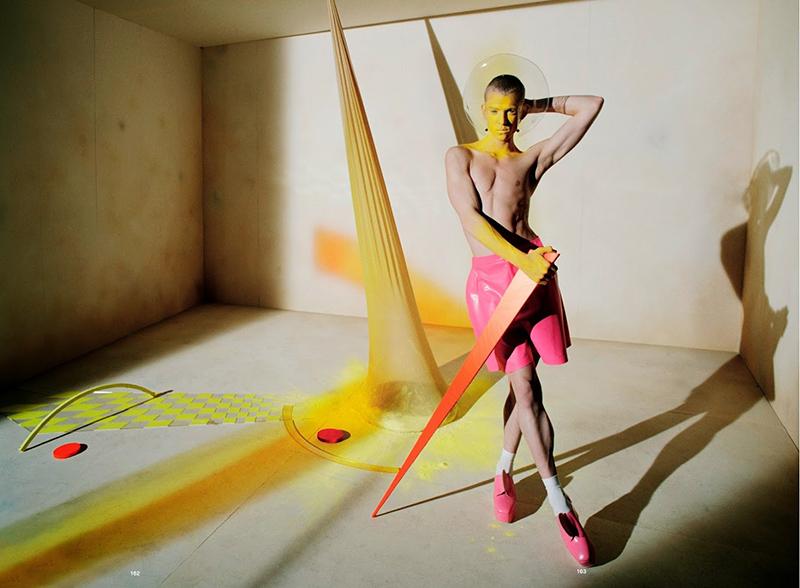 Gravitys-Rainbow_Tim Walker 6